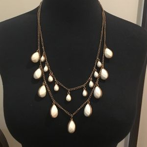 Jewelry - PRETTY GOLD AND WHITE NECKLACE